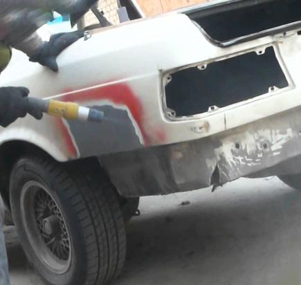 Пескоструй задней части автомобиля