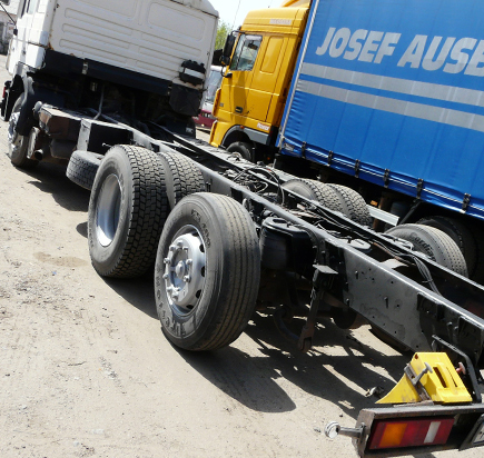 Пескоструйная обработка рамы грузовика