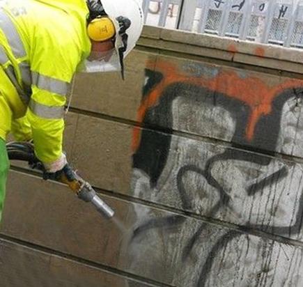 Очистка фасада и удаление граффити